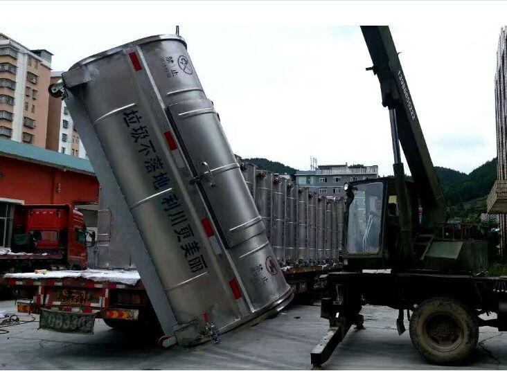 不锈钢勾臂垃圾箱